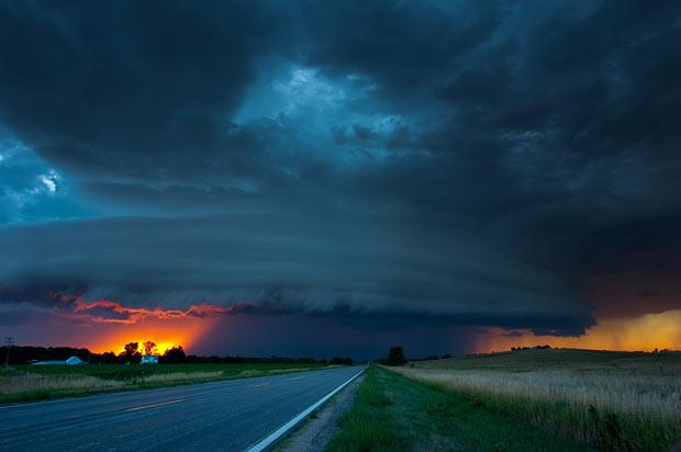 sunset-storm_1635315i